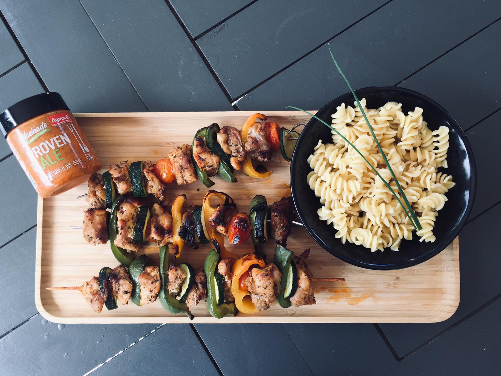 Brochette de porc mariné et ses légumes